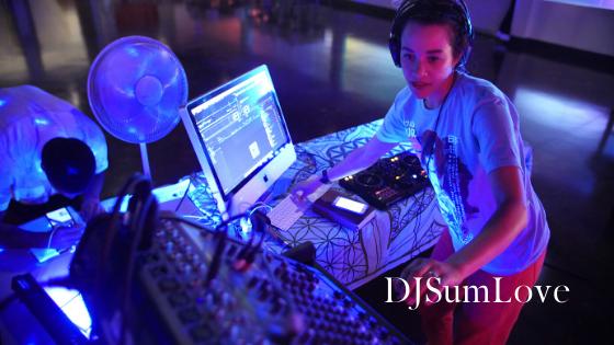 DJSumLove Mixing some tunes